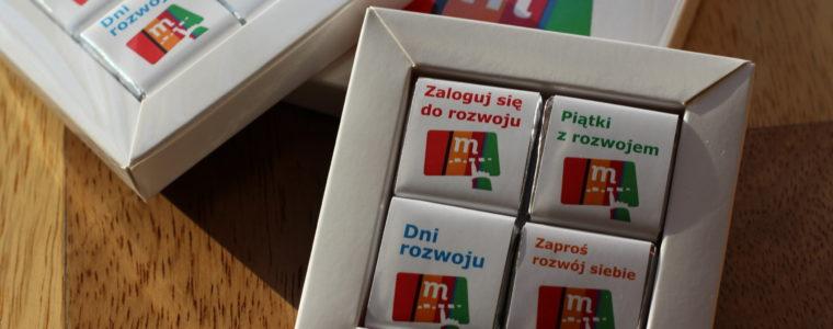 Zestaw 4 czekoladek kwadratowych z logo, min. 50szt