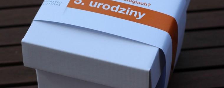 Pudełko z banderolą z krówkami lub michałkami, min. 50 szt.
