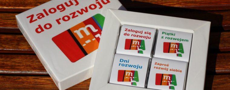 Zestaw ramka dla 4 czekoladek kwadratowych z logo, min. 50szt