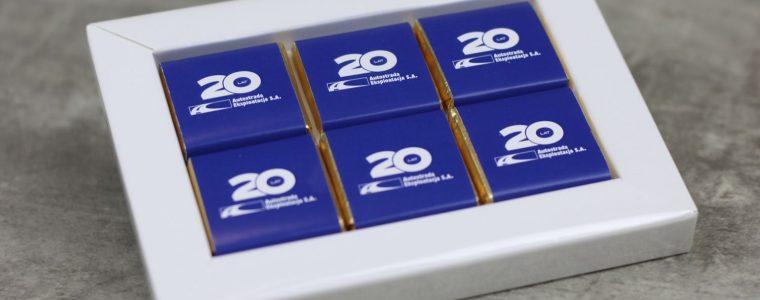 Ramka na 6 czekoladek kwadratowych z logo, min. 50szt
