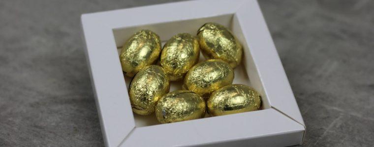 Ramka drukowana ze złotymi jajeczkami czekoladowymi, min. 50szt.