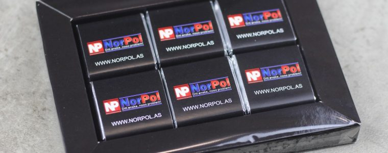 Ramka na 6 czekoladek kwadratowych z logo, min. 25szt