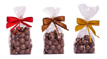 Różne bakalie i przekąski bez czekolady i w czekoladzie w torebce z kokardką i bilecikiem, min. 100szt.